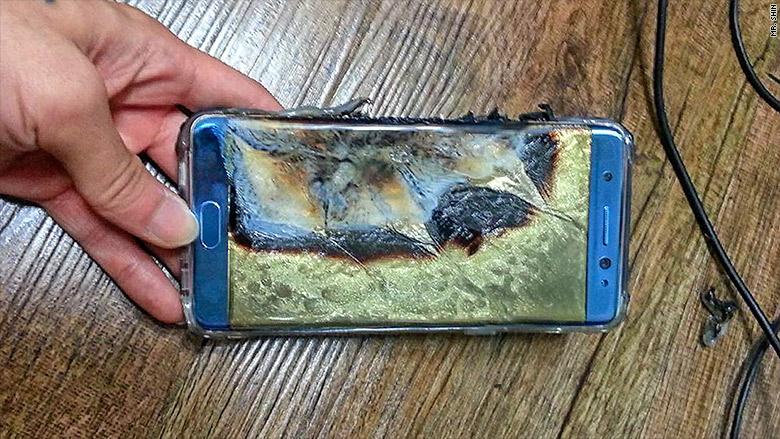 Samsung marka cep telefonu uçakta kendiliğinden alev aldı 2